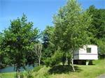 Ruime stacaravan aan een groot meer, Auvergne