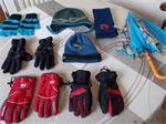 2 paar handschoenen+2 mutsen+1 sjaal +1 paraplu