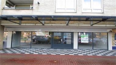 Grote foto te huur winkelruimte leeuwarden lieuwenburg 75 huizen en kamers bedrijfspanden