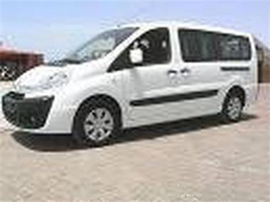 Grote foto parkeren op jaarbasis alicante airport spanje diensten en vakmensen koeriers chauffeurs en taxi