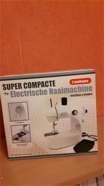 Grote foto super compacte elektrische mini naaimachine hobby en vrije tijd naaimachines