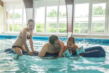 Grote foto chalet voor 6p dinant met binnenzwembad vakantie belgi