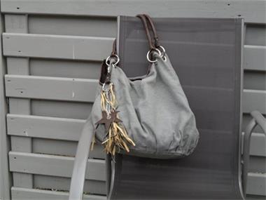 769d5f422c4 ... Grote foto verschillende handtassen te koop sieraden tassen en  uiterlijk damestassen ...