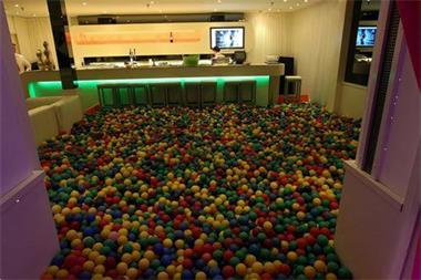 Grote foto ballenbakballen verhhur bij play all day diensten en vakmensen feesten