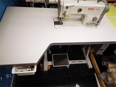 Grote foto industrieel naaimachine met puller hobby en vrije tijd naaimachines