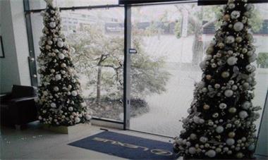 Grote foto verhuur van versierde kerstbomen huur kerstboom diensten en vakmensen feesten