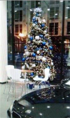 Grote foto stijlvol versierde kerstbomen afbeeldingen kerst diensten en vakmensen feesten