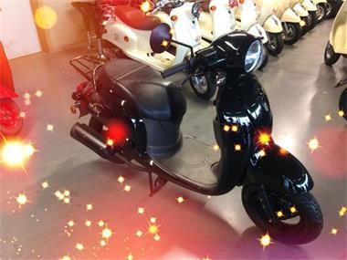 Grote foto stockactie fietsen en brommers scooters