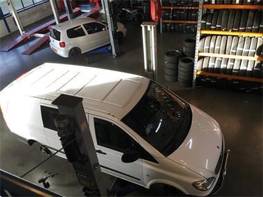 Grote foto tpms service bandenspanning banden sensor ventiel reparatie diensten en vakmensen verhuur auto en motor
