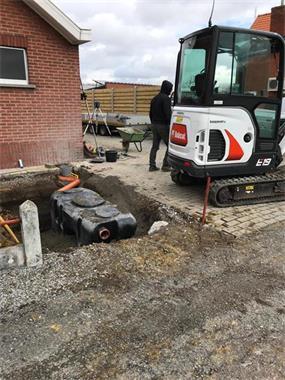 Grote foto minigraver met machinist te huur diensten en vakmensen verhuur gereedschap en machines