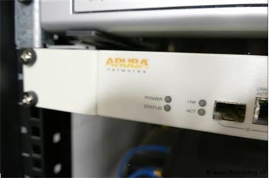 Grote foto aruba networks switch in veiling bij proveiling computers en software netwerkkaarten routers en switches