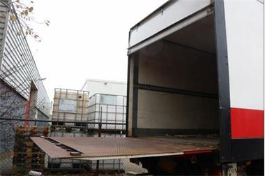 Grote foto van eck oplegger in veiling bij proveiling zakelijke goederen overige zakelijke goederen