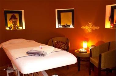 Grote foto massage ..uit je hoofd in je lichaam diensten en vakmensen masseurs en massagesalons