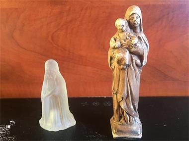 Grote foto lot religie beeldjes in metaal wijwater verzamelen religie