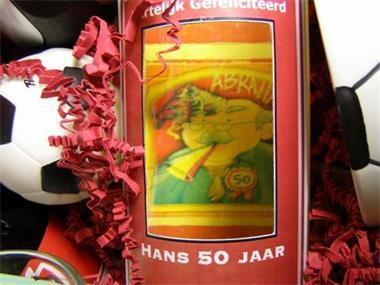 Grote foto wijnfles met doorkijkvenster voorzien van logo zakelijke goederen wijnen en dranken