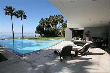 Moderne strand villa marbella te koop spanje spaanse kust for Luxe villa te koop oost vlaanderen