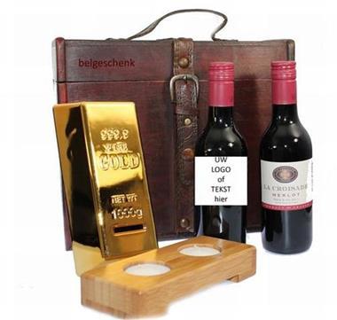 Grote foto wijngeschenk met naam van de jarige en logo diversen cadeautjes en bonnen