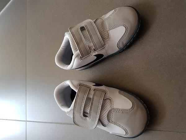 Grote foto nike sportschoenen wit kinderen en baby schoentjes en sokjes