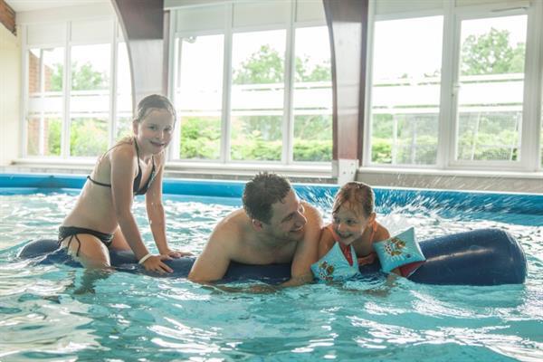 Grote foto chalet voor 4p dinant met binnenzwembad vakantie belgi