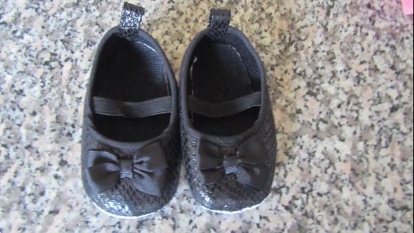 Grote foto verschillende schoentjes slofjes kinderen en baby schoentjes en sokjes