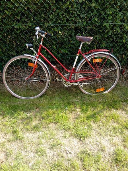Grote foto dames fiets retro uitzicht fietsen en brommers damesfietsen