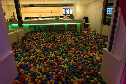 Grote foto te huur 36000 ballenbak ballen voor feest stunt diensten en vakmensen feesten