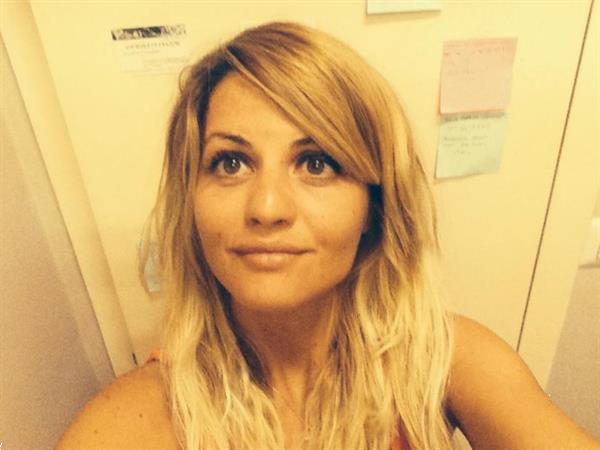 Grote foto ik ben een vrijgevige jonge vrouw contacten en berichten vrouw zoekt man