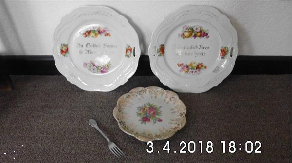 Grote foto zeer oude borden met opschrift antiek en kunst porselein
