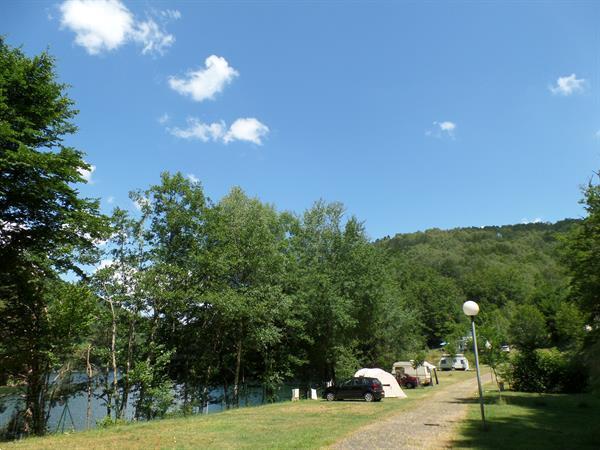 Grote foto rustig kamperen aan een groot meer zuid frankrijk caravans en kamperen campings