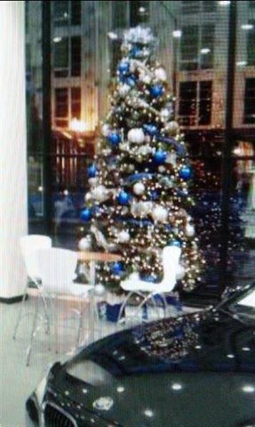 Grote foto versierde kunst kerstboom verhuur voor receptie diensten en vakmensen catering