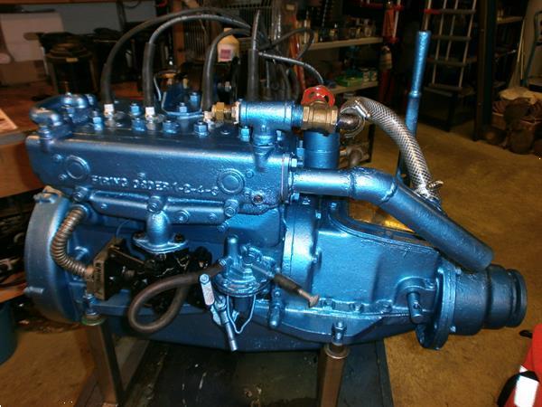 Grote foto scheepsmotor universal atomic four 32pk watersport en boten buiten en binnenboordmotoren