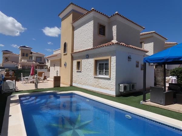 Grote foto 3 slaapkamer vrijstaande villa met priv zwembad vakantie spanje
