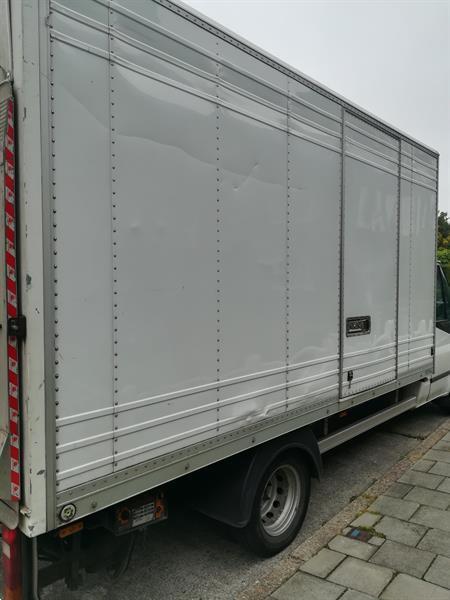 Grote foto verhuizingen en transport met chauffeur diensten en vakmensen verhuizers en opslag