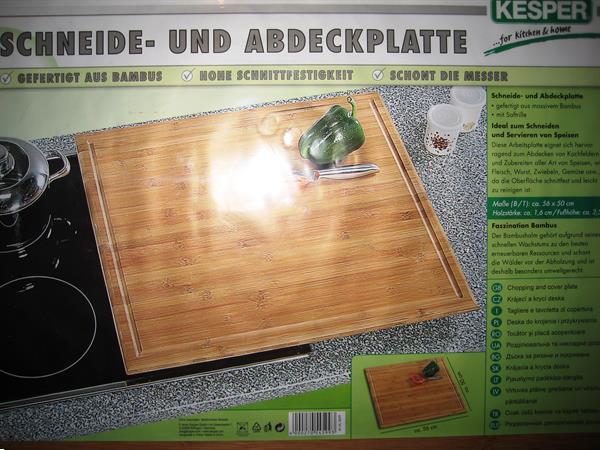 Grote foto grote houten snijplank 56 x 50 cm met voetjes huis en inrichting keukenwerkbladen