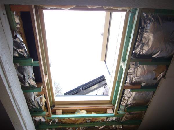 Grote foto dakvenster uitstapdakvenster links fakro 66x98 doe het zelf en verbouw glas en ramen