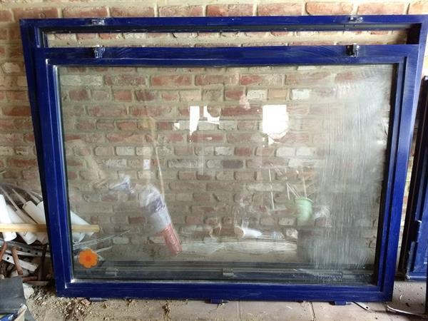 Grote foto blauw raam venster b 151cm h 114cm doe het zelf en verbouw glas en ramen