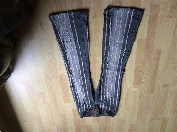 Grote foto jeansbroek met verticale franjes blauw wit kleding dames spijkerbroeken en jeans
