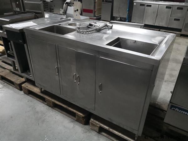 Grote foto rvs keukenblok met spoelkraan en afvalbak bij proveiling diversen overige diversen