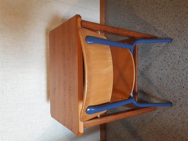 Grote foto kleuter bureautje met stoeltje kinderen en baby tafels en stoelen
