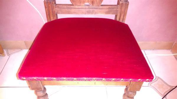 Grote foto antieke kerkstoel met rood fluweel antiek en kunst stoelen en banken