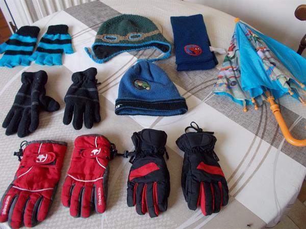 Grote foto 2 paar handschoenen 2 mutsen 1 sjaal 1 paraplu kinderen en baby mutsen sjaals en wanten