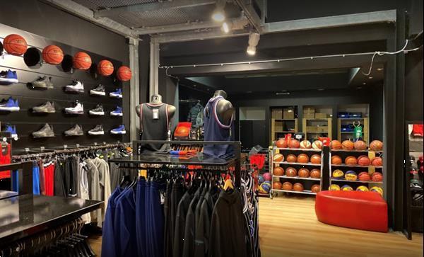 Grote foto jordan why not zer0.2 se zwart grijs geel schoenmaat eu 41 sport en fitness volleybal