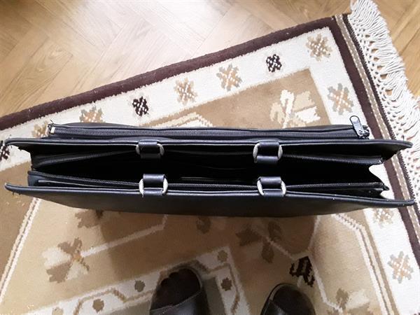 Grote foto lederen boekentas sieraden tassen en uiterlijk schooltassen