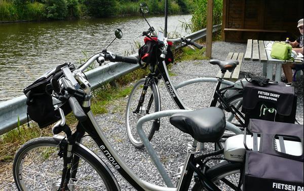Grote foto twee electrische fietsen e move fietsen en brommers damesfietsen