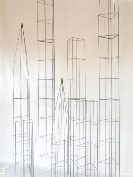 Grote foto verticale tuin in bloembakken plantenbakken tuin en terras bloemen en planten