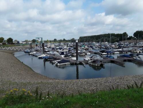 Grote foto watersproters chalet bij jachthaven aan de maas vakantie nederland zuid