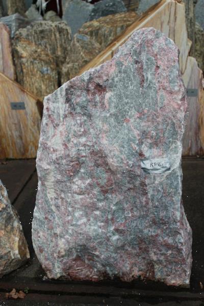 Grote foto ruwe natuursteen rossoturs. tuin en terras sierstenen en rotsen
