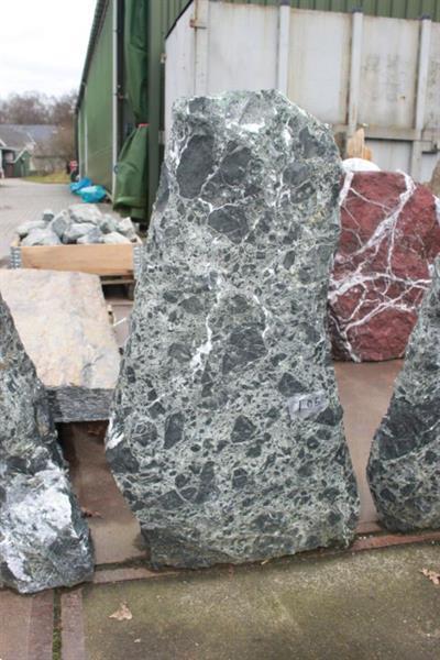 Grote foto ruwe natuursteen verdeten tuin en terras sierstenen en rotsen