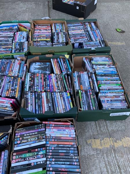 Grote foto lot aan dvd s boxen en collector items te koop cd en dvd tv en series