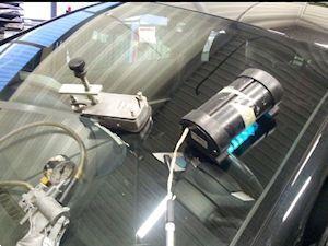 Grote foto nieuwe autoruiten voorruit achterruit of zijruit diensten en vakmensen verhuur auto en motor